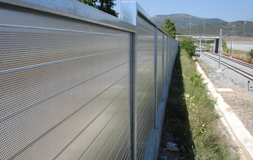 Acoustic protection on railway station